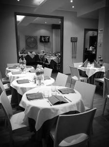 A restaurant or other place to eat at Hotel Ristorante Aretino Centro