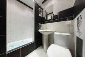 A bathroom at InnHome Apartments Evteeva Street 5