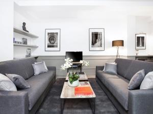 A seating area at Luxury 3 Bedrooms Le Marais I by Livinparis