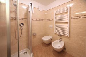 Ein Badezimmer in der Unterkunft Villa Otto