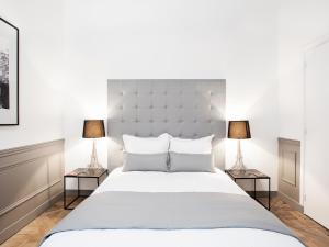 A bed or beds in a room at Luxury 2 Bedrooms Le Marais I by Livinparis