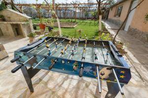 Ping-pong facilities at Marinovata Kashta Guest House or nearby