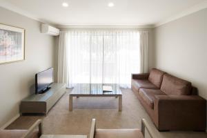 A seating area at Pinnacle Apartments