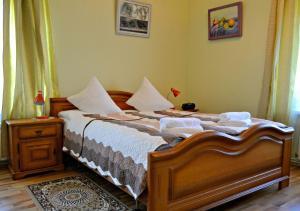 سرير أو أسرّة في غرفة في Jasmine Apartamenti