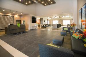 Lobby/Rezeption in der Unterkunft Wingate by Wyndham Calgary Airport