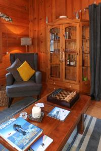 A seating area at Chalet Les Jumelles