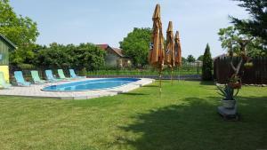 Bazén v ubytovaní Pension Hostad alebo v jeho blízkosti