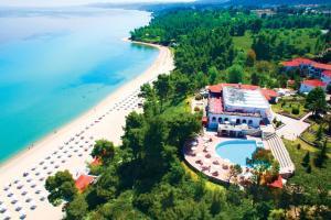 Blick auf Alexander the Great Beach Hotel aus der Vogelperspektive