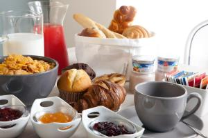 Breakfast options available to guests at NTB Roma