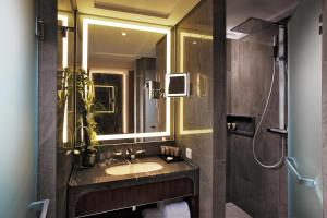 A bathroom at Tangla Hotel Brussels