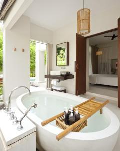 A bathroom at SALA Samui Choengmon Beach