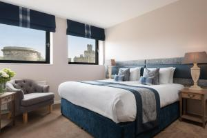 A bed or beds in a room at Princes Street Suites