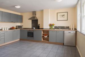A kitchen or kitchenette at Princes Street Suites