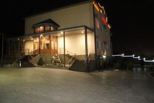Бассейн в Отель Корона или поблизости