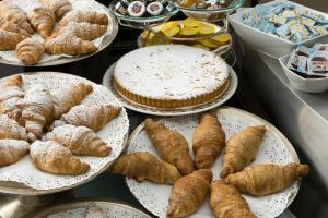 Breakfast options available to guests at Best Western Plus Hotel Universo