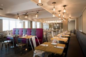 A restaurant or other place to eat at Park Inn by Radisson York City Centre