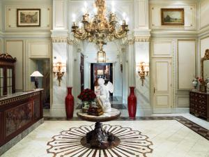 The lobby or reception area at Hotel Sacher Wien