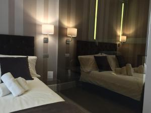A bed or beds in a room at 29 Venti Luxury