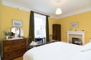 A bed or beds in a room at Glenmore Country House B&B