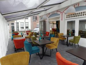 A restaurant or other place to eat at Villahotel Vlissingen