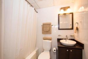 A bathroom at Louis Vistas de San Juan
