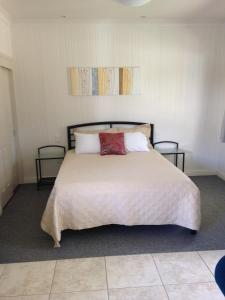 A bed or beds in a room at Horsepower Cabins