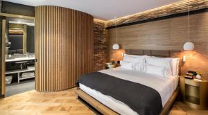 A bed or beds in a room at Monument Hotel