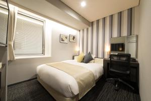 A bed or beds in a room at Hotel Granvia Osaka-JR Hotel Group
