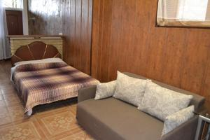Кровать или кровати в номере Apartments at Alupka