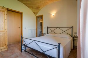A bed or beds in a room at Agriturismo Agrimare Barba