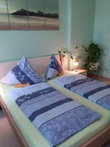 Ein Bett oder Betten in einem Zimmer der Unterkunft Ferienwohnung Limona