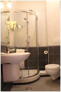 Salle de bains dans l'établissement Hotel Iside