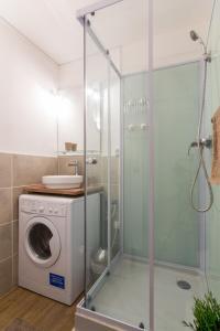 A bathroom at Sweet Home Dijon Nodot