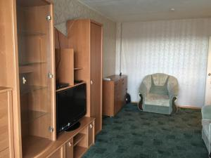 A television and/or entertainment center at Apartment On Oktyabrskaya 34