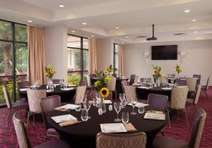 A restaurant or other place to eat at Delta Hotels by Marriott Orlando Lake Buena Vista
