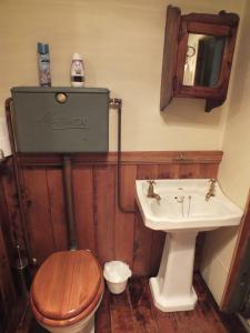 A bathroom at Reef Cottage Bed and Breakfast