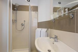 A bathroom at Villa Astoria