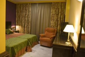 A bed or beds in a room at Hotel Las Acacias