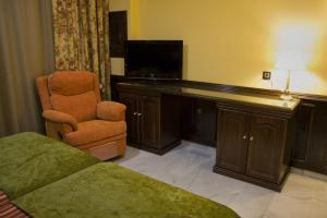 A television and/or entertainment center at Hotel Las Acacias
