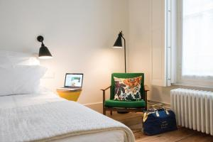 A bed or beds in a room at Hotel des Galeries