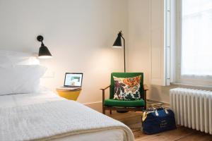 Een bed of bedden in een kamer bij Hotel des Galeries