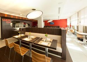イビス チュニスにあるレストランまたは飲食店