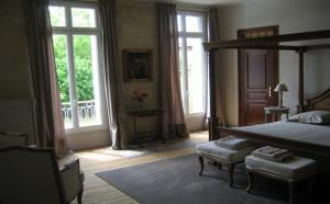 A bed or beds in a room at Château de Montigny-Rabey