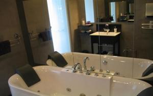 A bathroom at Château de Montigny-Rabey