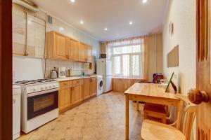 Кухня или мини-кухня в Apartment Sadovaya 7
