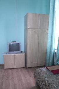 Телевизор и/или развлекательный центр в Хостел в Старой Руссе