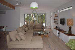 A seating area at Tamara Beach House