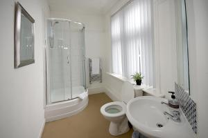 A bathroom at Sheridans Guest Accomodation
