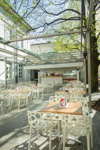 A restaurant or other place to eat at Apartment Bambola