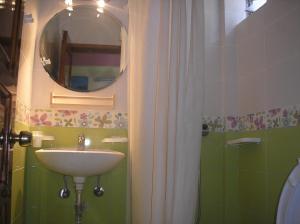 Ένα μπάνιο στο Mirabelle Hotel